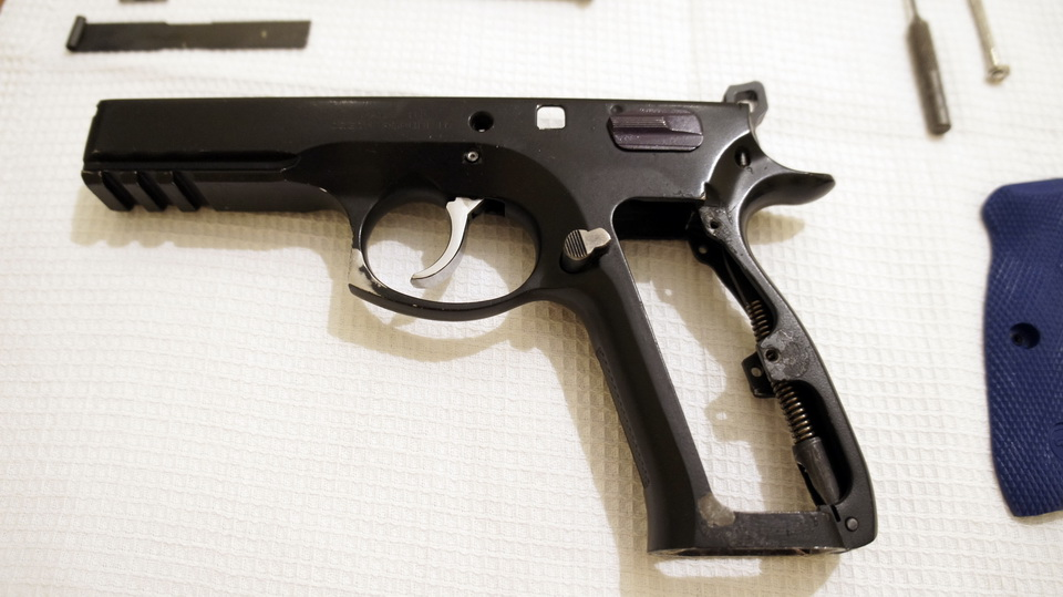 Practical shooting  Complete disassembly/assembly of a CZ 75 SP-01